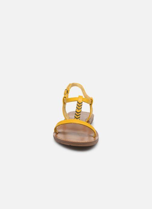 Sandales et nu-pieds Chattawak PETUNIA Jaune vue portées chaussures