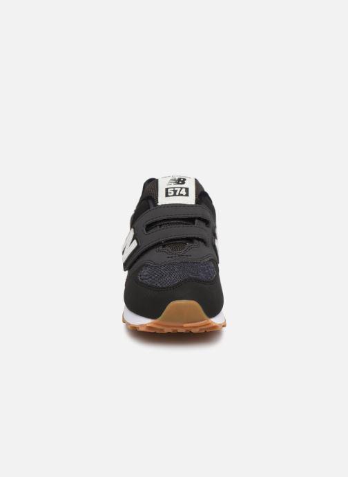Baskets New Balance KV574 Noir vue portées chaussures