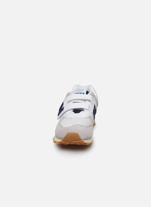 Baskets New Balance KV574 Blanc vue portées chaussures