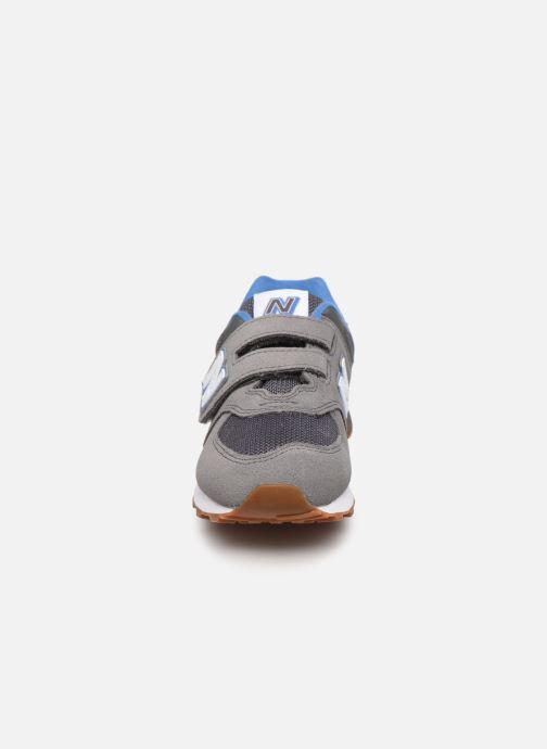 Sneakers New Balance KV574 Grigio modello indossato