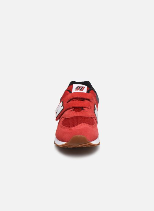 Baskets New Balance KV574 Rouge vue portées chaussures