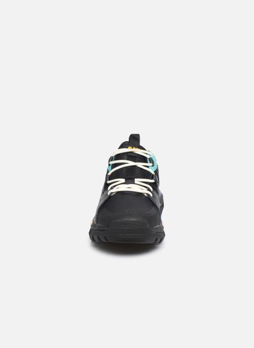 Sneakers Caterpillar Raider Sport M Nero modello indossato