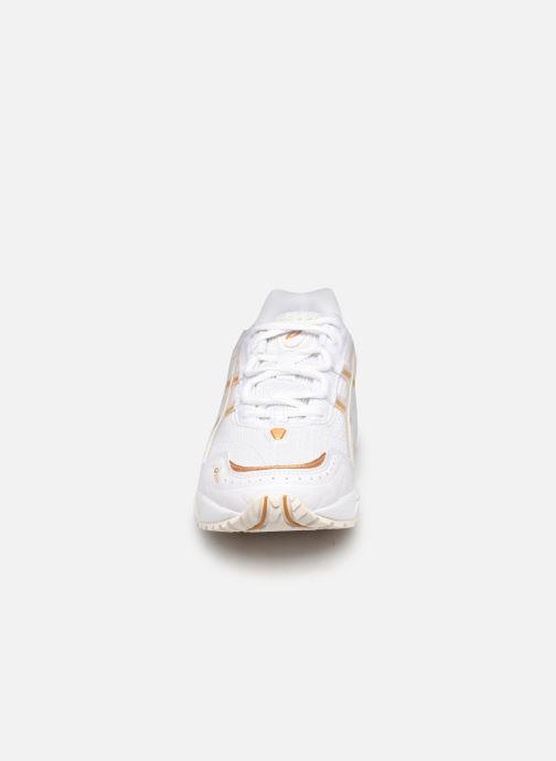 Chaussures de sport Asics Gel-1090 W Blanc vue portées chaussures