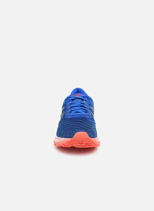 Chaussures de sport Asics Gel-Nimbus 22 Bleu vue portées chaussures