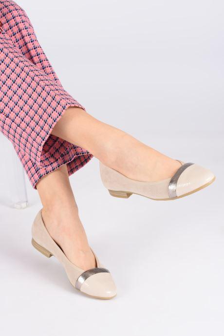 Ballerinas Jana shoes JUNE beige ansicht von unten / tasche getragen
