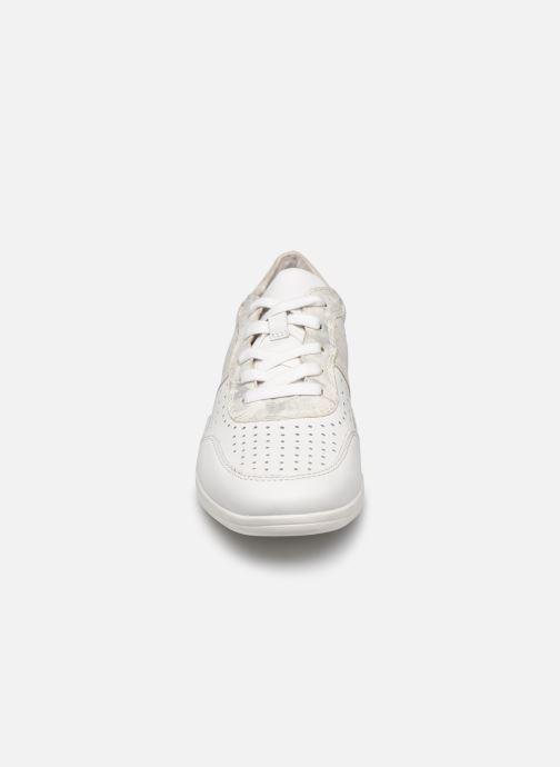 Sneakers Jana shoes JONE Bianco modello indossato