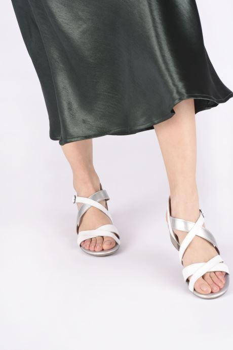 Sandalen Jana shoes JACK weiß ansicht von unten / tasche getragen
