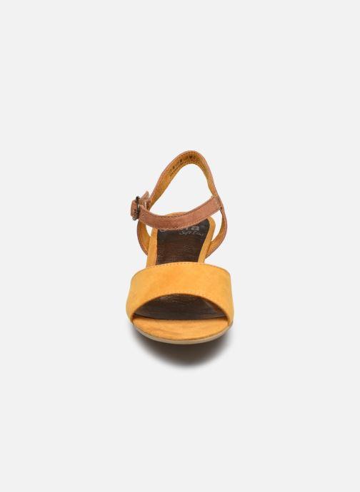 Sandales et nu-pieds Jana shoes JAPH Jaune vue portées chaussures