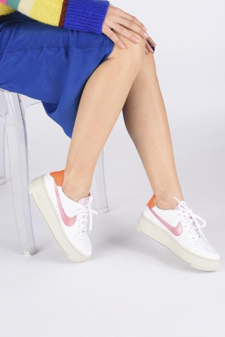 Baskets Nike Wmns Nike Af1 Sage Low Blanc vue bas / vue portée sac