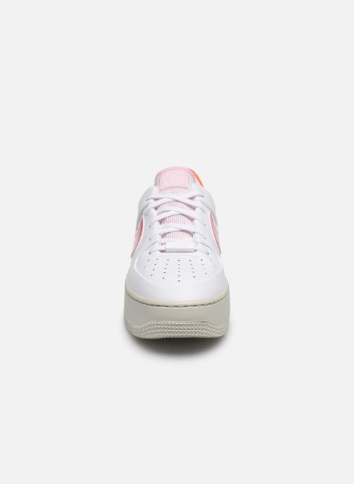 Sneakers Nike Wmns Nike Af1 Sage Low Bianco modello indossato