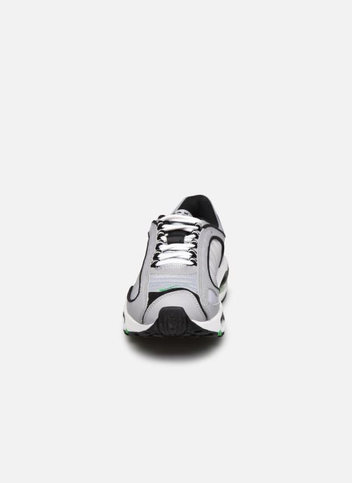 Baskets Nike Air Max Tailwind Iv Gris vue portées chaussures