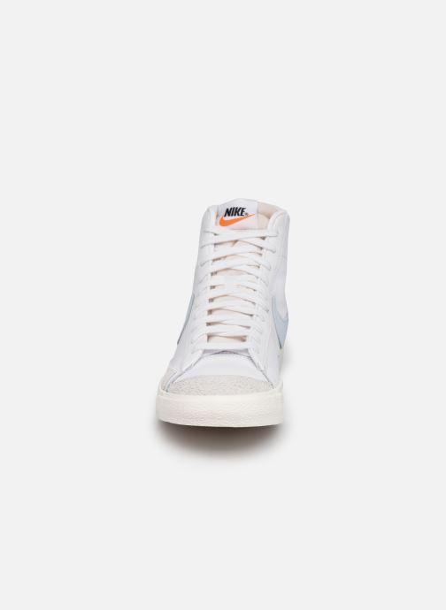 Deportivas Nike Blazer Mid '77 Vntg Blanco vista del modelo