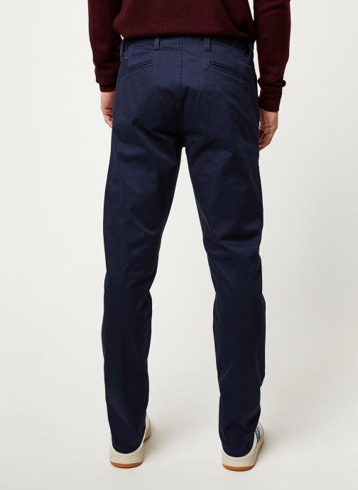 Vêtements Dockers Alpha Original Khaki Slim Bleu vue portées chaussures