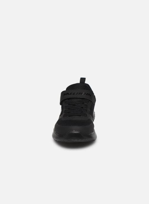 Sneakers Skechers Bounder Zallow Nero modello indossato