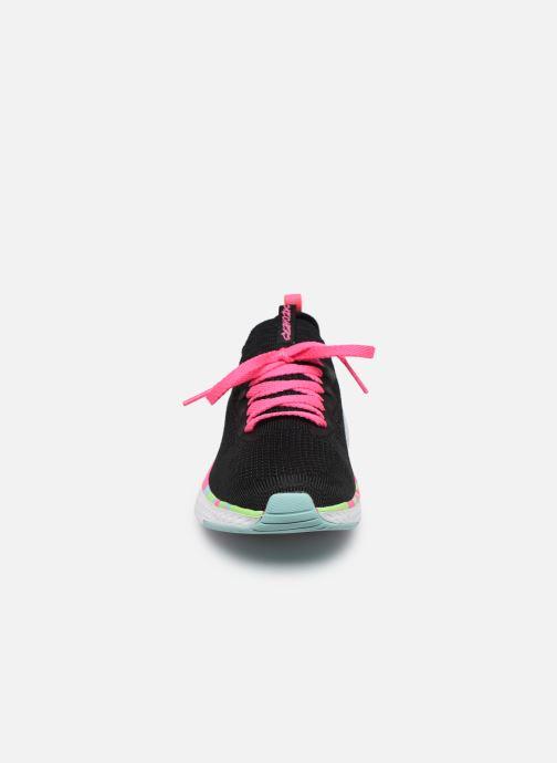Sneakers Skechers Solar Fuse E Nero modello indossato