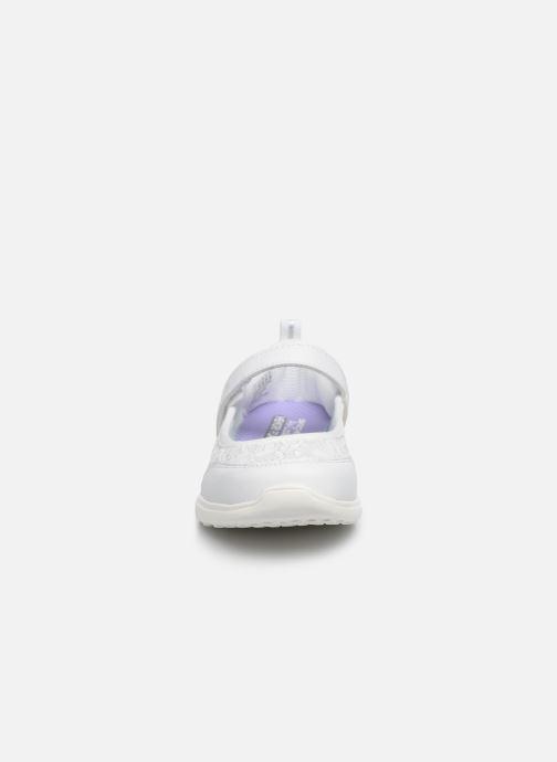 Sandalias Skechers Microstrides Blanco vista del modelo