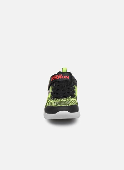 Sneakers Skechers Go Run 600 Baxtux Giallo modello indossato