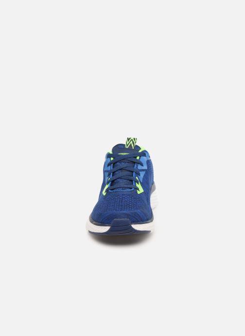 Baskets Skechers Solar Fuse Kryzik E Bleu vue portées chaussures