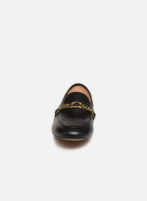Mocassini Coach Helena Chain Loafer Nero modello indossato