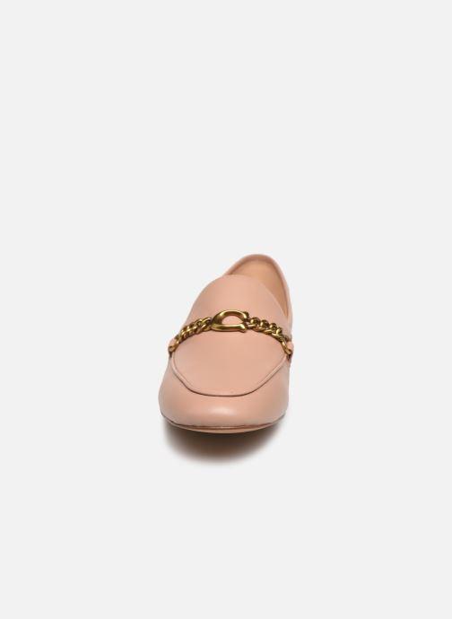 Mocassini Coach Helena Chain Loafer Rosa modello indossato