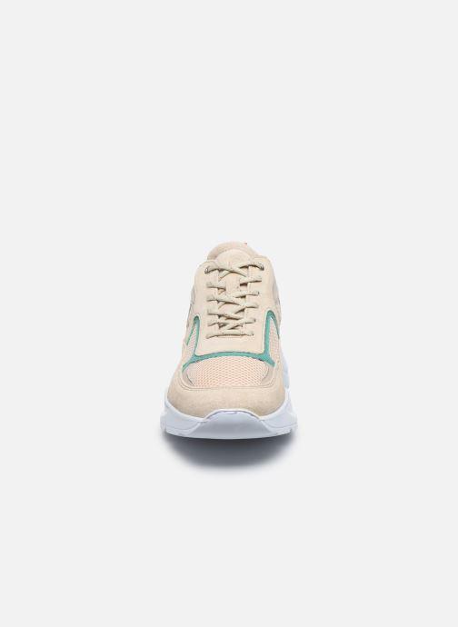 Sneakers Mr SARENZA Neera Beige modello indossato