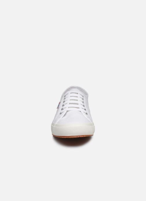 Baskets Superga 2750 Cotu Classic C20 M Blanc vue portées chaussures