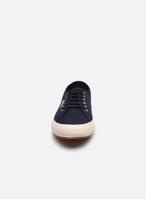 Baskets Superga 2750 Cotu Classic C20 M Bleu vue portées chaussures