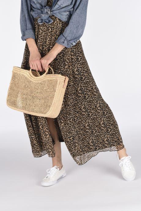Handtaschen Etincelles Sac Raphia Crochet beige ansicht von unten / tasche getragen
