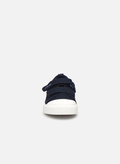 Baskets Clarks City bright T Bleu vue portées chaussures