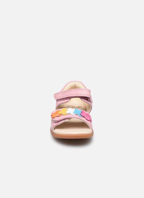 Sandali e scarpe aperte Clarks Zora finch T Rosa modello indossato
