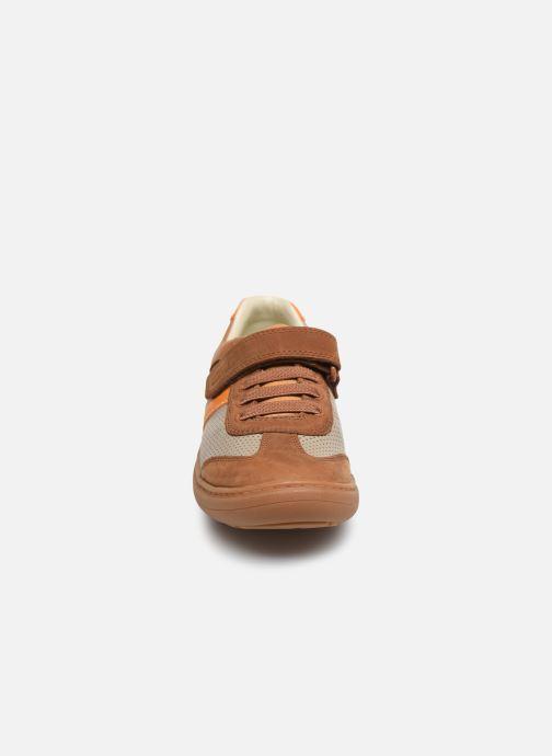 Baskets Clarks Flash Step K Marron vue portées chaussures