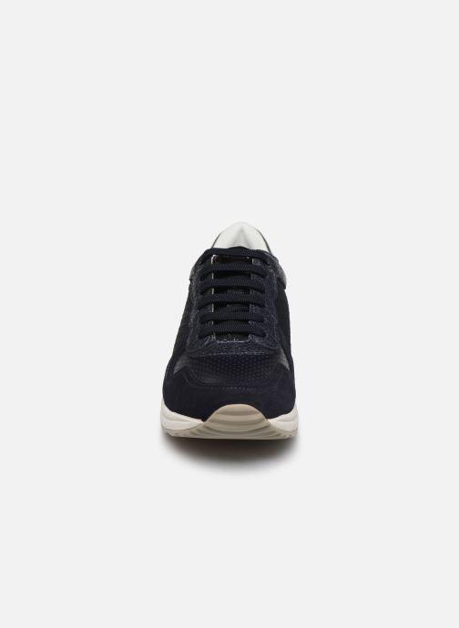 Baskets Geox D AIRELL D022SA Bleu vue portées chaussures