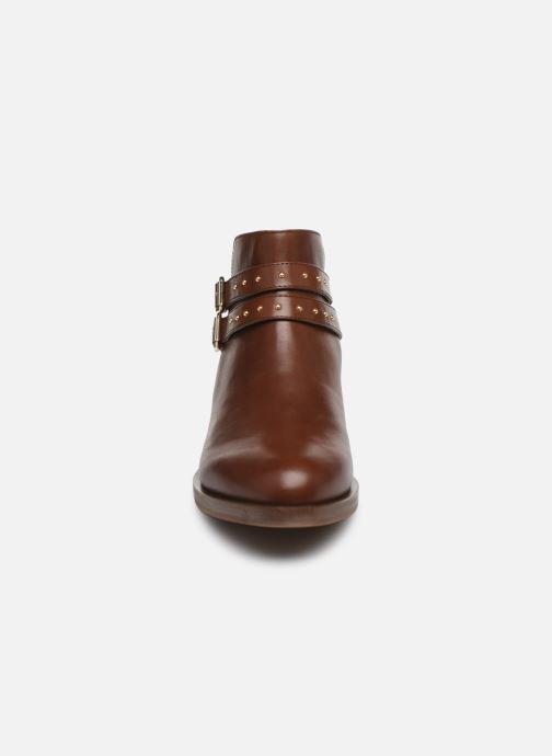 Bottines et boots Geox D BROGUE S Marron vue portées chaussures