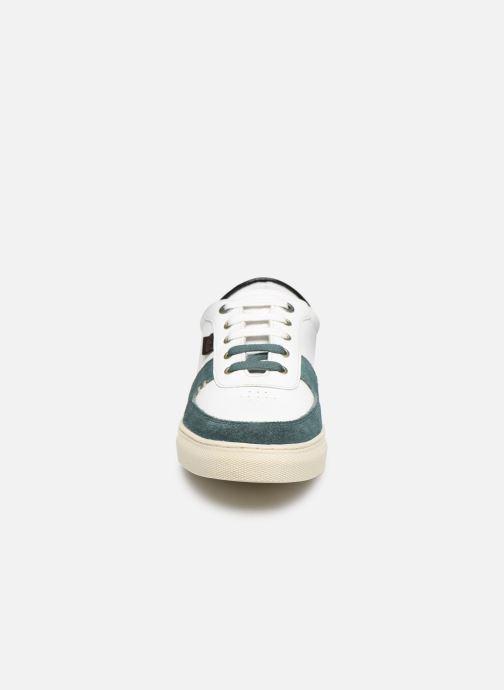 Sneakers Kickers SNIKLAN Bianco modello indossato