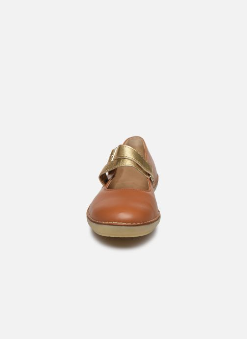 Ballerines Kickers FAUSTY Marron vue portées chaussures