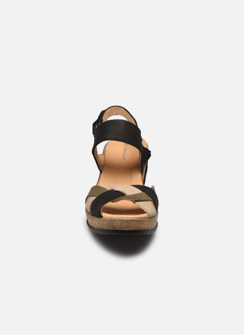 Sandales et nu-pieds El Naturalista Leaves 5008 PE2020 Noir vue portées chaussures