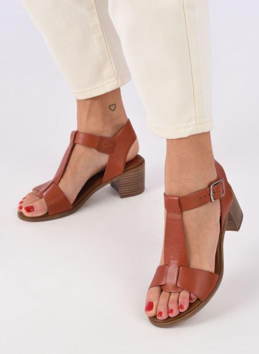 Sandalen Kickers VALMONS rot ansicht von unten / tasche getragen
