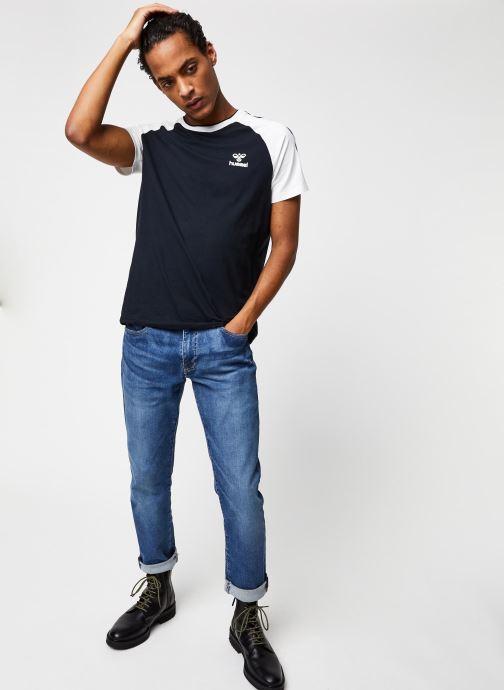 Vêtements Hummel Hmlmark T-shirt S/S Noir vue bas / vue portée sac