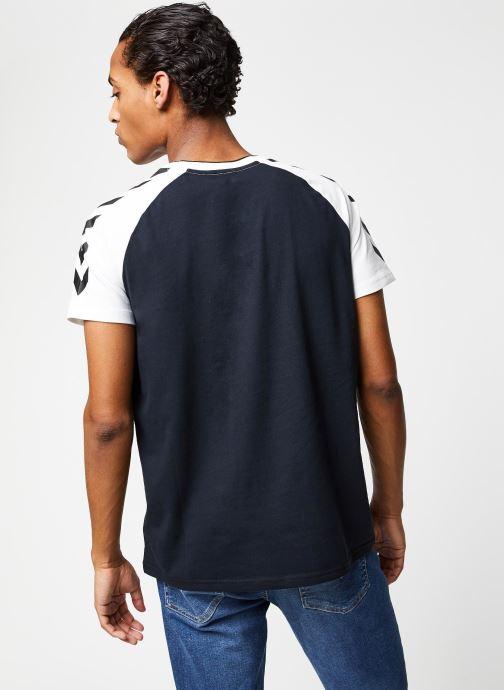 Vêtements Hummel Hmlmark T-shirt S/S Noir vue portées chaussures
