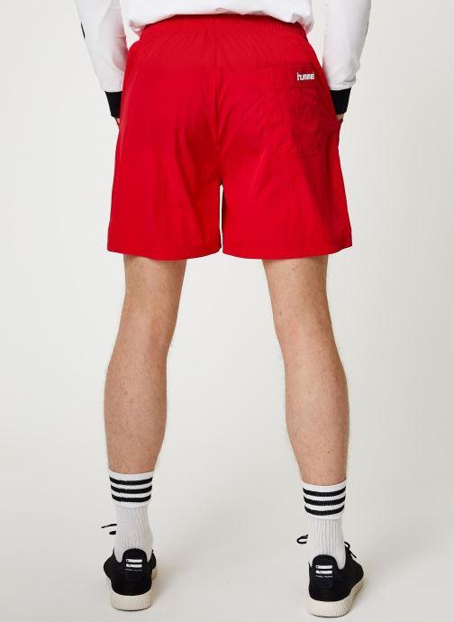 Vêtements Hummel Hmlvejr Oversized Shorts Rouge vue portées chaussures