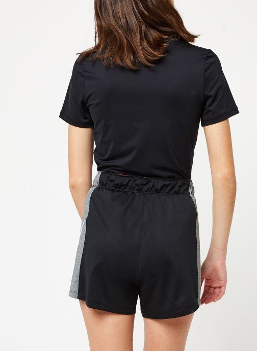 Kleding Nike W Nk Attk Tr 2.0 Shrt Icnclsh Zwart model