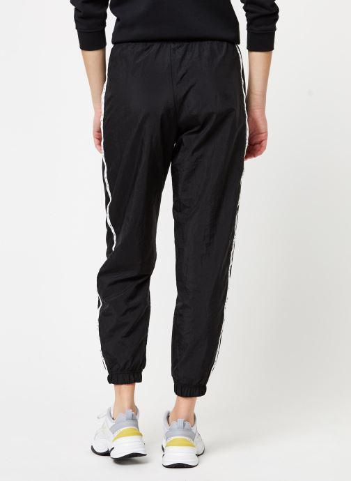 Vêtements Nike W Nsw Pant Wvn Piping Noir vue portées chaussures