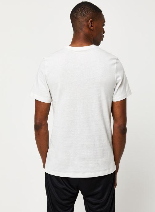 Vêtements Nike M Nsw Club Tee Blanc vue portées chaussures