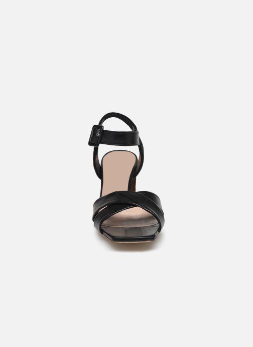 Sandales et nu-pieds Parallèle PAKANDA Noir vue portées chaussures