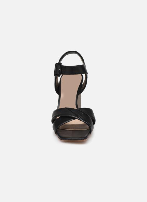 Sandales et nu-pieds Parallèle XAKANDA Noir vue portées chaussures