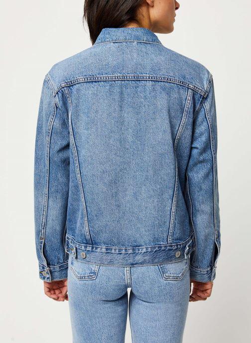 Vêtements Levi's Veste en jean Ex-Boyfriend Trucker Bleu vue portées chaussures