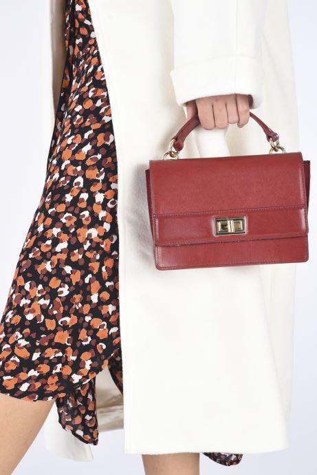 Handtaschen Sabrina JOSEPHINE weinrot ansicht von unten / tasche getragen