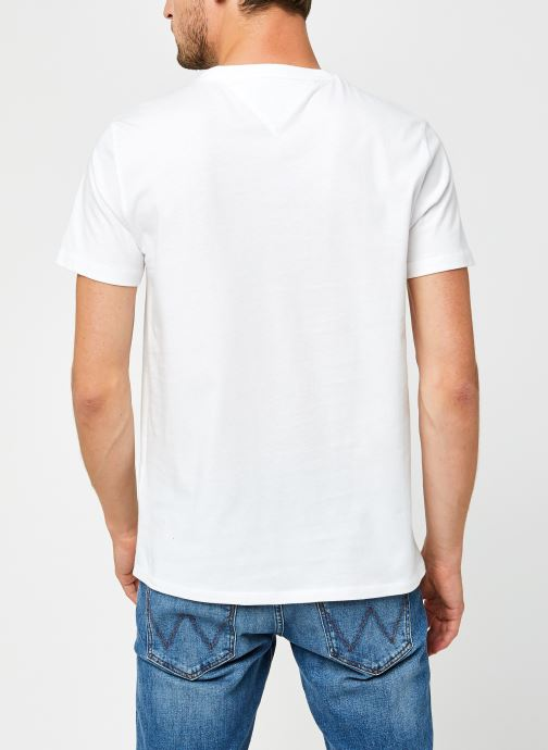 Vêtements Tommy Jeans TJM Chest Logo Tee Blanc vue portées chaussures