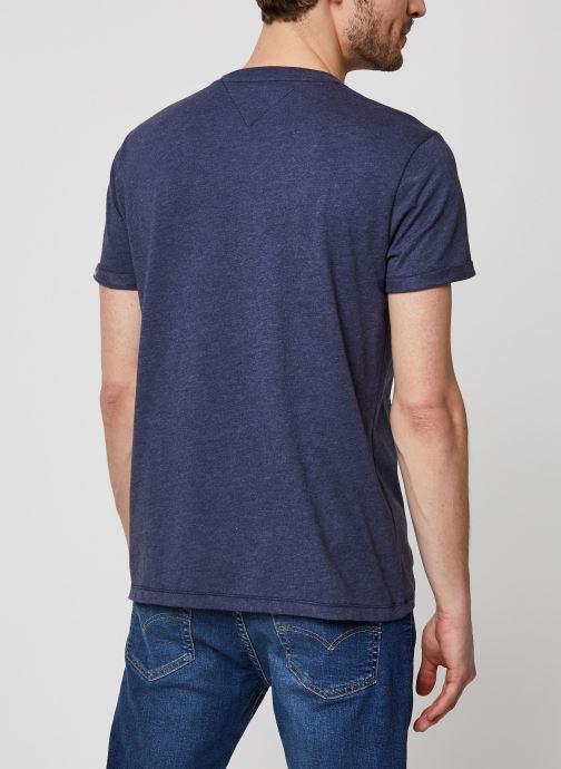 Vêtements Tommy Jeans TJM Texture Detail Tee Bleu vue portées chaussures