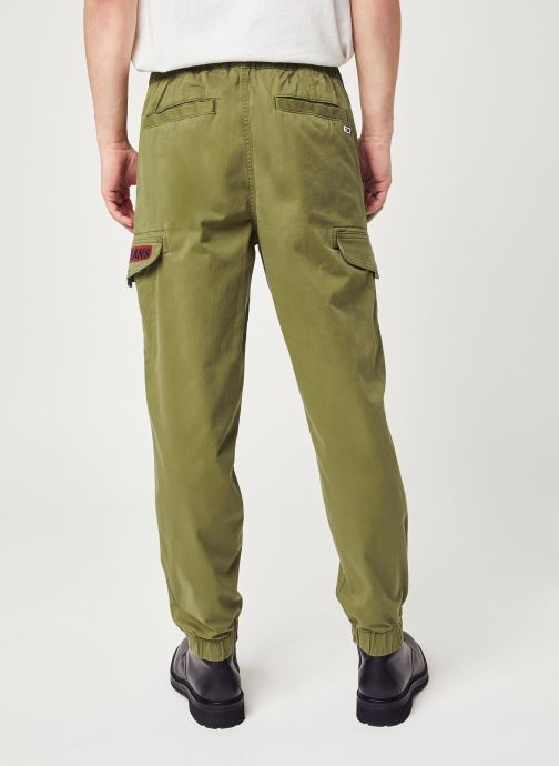Vêtements Tommy Jeans TJM Tapered Cuffed Cargo Pant Vert vue portées chaussures